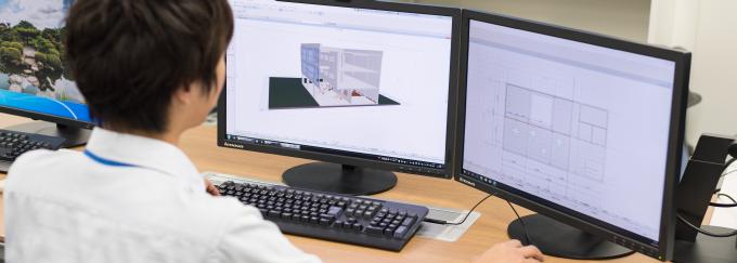 CADを操作するイチケンのオペレーター